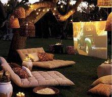 Letnie kino w ogrodzie - świetny pomysł!