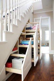półki w schodach
