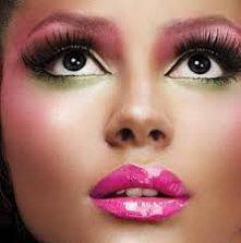 czarujący makijaż:>