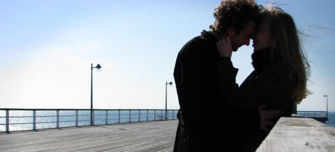 W siebie tak wpatrzeni, w sobie zakochani, sobą zaślepieni trwamy w miłosnej otchłani. W ogrodzie rozkoszy Nasze zmysły razem, mapa mego życia - Ty na niej drogowskazem.