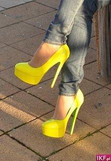 Żółciutkie szpilki