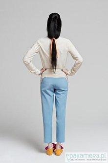 Spodnie powiedziałabym nieszablonowe, no i prawie turkusowe!
