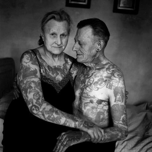 miłość przez tatuaże