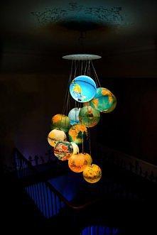 Żyrandol z globusów
