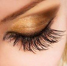 te złote makijaże są bardzo popularne....