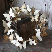 Wieniec z książkowych motyli