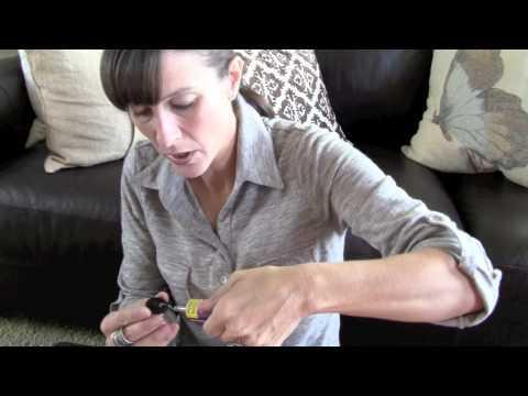 Jak zrobić pierścionek z guzików.