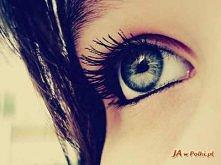 Olejek awokado pod oczy   W skład kremów pod oczy często wchodzą substancje, które naprężają cienką skórę i wygładzają zmarszczki. Jest to jednak efekt wyłącznie tymczasowy, pon...