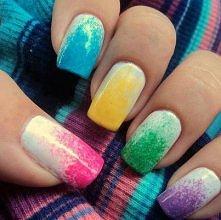 Kolorowe paznokcie.