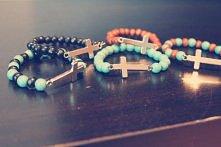 Diy : Bransoletki z krzyżem