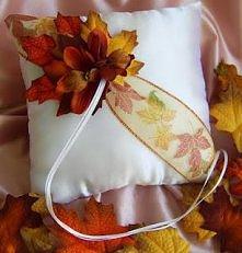 Jesienny ślub - poduszka na obrączki - więcej inspiracji po kliknięciu.
