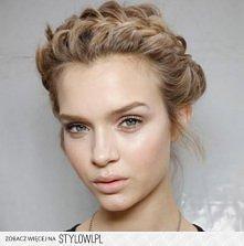 Blonda warkocz.  Wlosy
