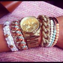 złoty zegarek i piękne bransoletki .