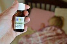 olejek ekukaliptusowy na kaszel ,trzeba wetrzec 4-6 kropel olejku w stopy dziecka na noc.
