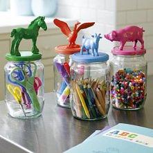 Kolorowe pojemniki dla dzie...
