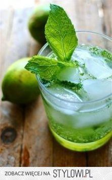 pokruszony lód, liście mięty, limonka, sprite.