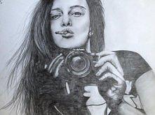 Dziewczyna, papieros, aparat.