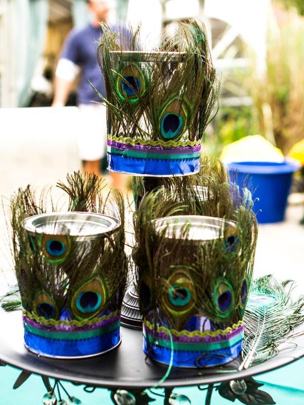 świeczniki z pawimi piórami