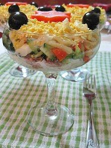 łatwa sałatka  składniki: synka - 200g ser- 120g swieży ogórek - 1-2 jajko - 2 szt oliwki czarne - 50g morchewka - 1 szt