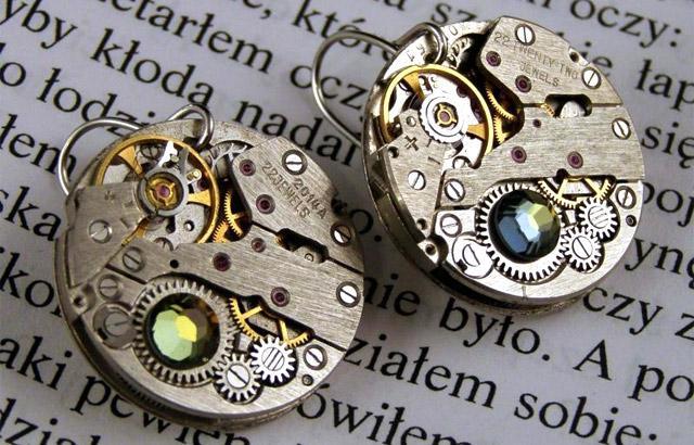 biżuteria z mechanizmów zegarków