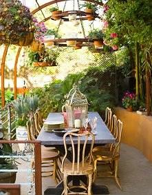 Na pewno przyjemnie jest jeść śniadania w takiej scenerii :)