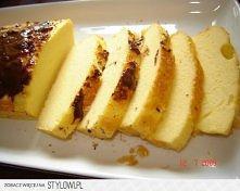 CIASTO JOGURTOWE  3 jajka 1 mały odtłuszczony jogurt lub kefir (150g) 1 łyżeczka słodziku (lub 16 pastylek) 4 łyżki mąki kukurydzianej 2 łyżeczki proszku do pieczenia kilka krop...