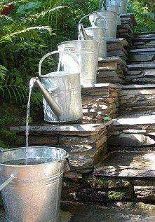 a może wodospad z konewek
