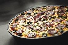 przepis na Tortilla z Chorizo i serem Manchego:  Co kupić: - średnie, młode ziemniaki, wcześniej ugotowane w mundurkach, obrane i pokrojone w talarki: 700 g - salami Chorizo: 15...