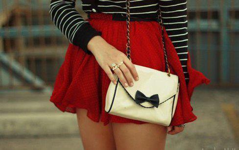 Co lepsze torebka czy spódniczka?