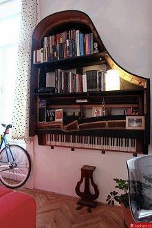 ciekawa półka na książki :D
