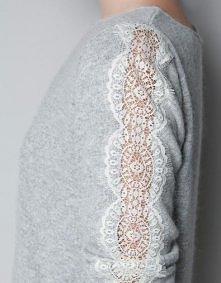 wystarczy tylko wyciąć pasek z boku sweterka i przykleić koronkę, np z firank...