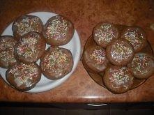 Muffinki cynamonowe z jabłuszkami :)  Składniki : - pół kostki margaryny, - 2 szklanki mąki, - 3/4 szklanki cukru, - 1 szklanka mleka, - 2 łyżeczki proszku do pieczenia, - płask...