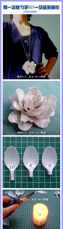 kwiatek z plastiku