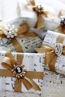sztuka pakowana prezentów