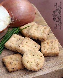 Krakersy cebulowe (French onion crackers)