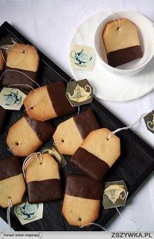 Teabag cookies (ok 40 szt) 180 g masła lub margaryny, w temperaturze pokojowej 70 g cukru pudru 1/4 łyżeczki skórki startej z cytryny 1 łyżka soku z cytryny szczypta soli 3 krop...