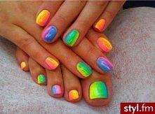 kolorowe paznokcie <3