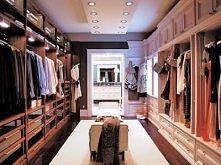 po co mężczyźnie tyle miejsca na ubrania? zagospodarowałabym z pewnością jego część garderoby he he
