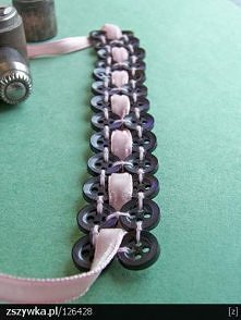 bransoletka z guzików i wstążki