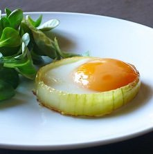 Jajko sadzone w cebuli