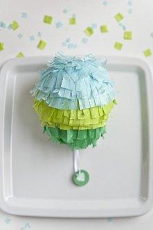 balonowa pinata, ostatnio zrobiłam bardzo podobną na przyjęcie, efekt niesamowity :)  Wystarczy nałożyć kilka warstw papieru na balona  za pomocą kleju z mąki ziemniaczanej, a p...