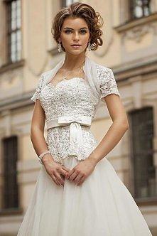 taką suknie ślubną bym chciała mieć :) śliczna:) a wam jak się podoba?