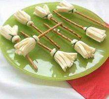miotły z paluszków i sera