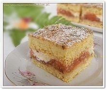 Ciasto orzechowe z jabłkami i bitą śmietaną
