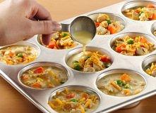 małe muffinki z różnorodnym dodatkami.   Możesz stworzyć swój własny przepis.  Na początku dodaj jajka z młekiem, a we środek można dodać ryż, morchewkę, pierś z kurczaka, grosz...