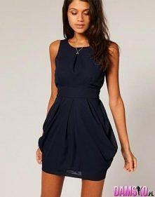 Ładna, prosta, granatowa sukienka. Komu się podoba?