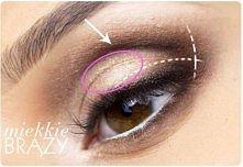 bardzo dobry tutek wykonania dziennego makijażu zaznaczającego oczy