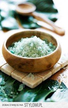 Zrób sama kryształki do kąpieli  .Składniki: 2 filiżanki grubej soli kamienne...
