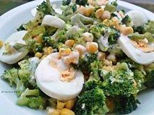 sałatka brokułowa z jajkiem i kukurydzą