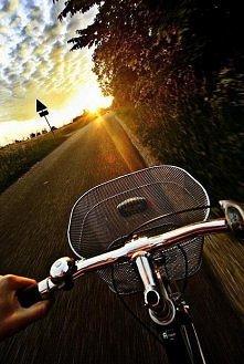 Idź przez świat, nie zważaj na przeszkody..podążaj za szczęściem... ♥